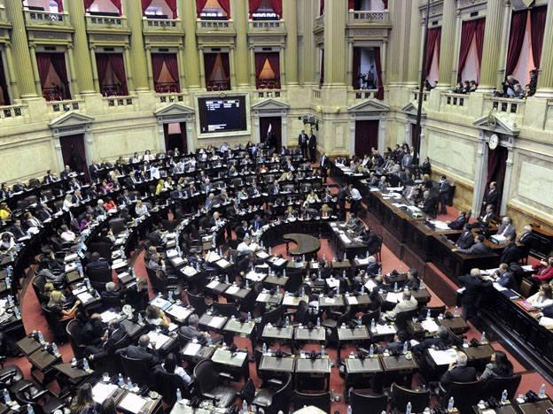 El PRO quiere prohibir que los funcionarios designen a familiares en la Administración Pública.