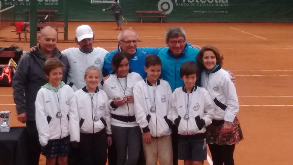 El Equipo Entrerriano recibiendo sus medallas (2)