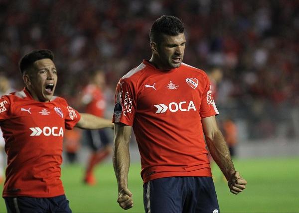 zzzznacd2NOTICIAS ARGENTINAS BAIRES, DICIEMBRE 6: Emanuel Gigliotti de Independiente festeja el primer gol ante Flamengo. Foto NA: CLAUDIO PERINzzzz