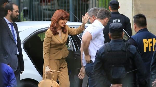 Cristina-Kirchner-tribunales-comodoro-py-1920