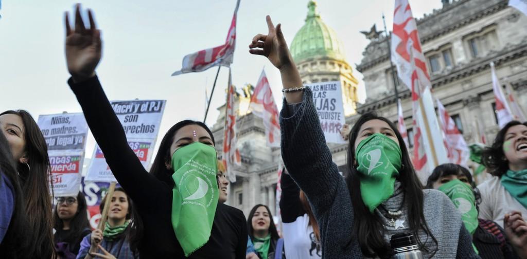 Pañuelazo por el aborto legal frente al congreso Foto Juano Tesone