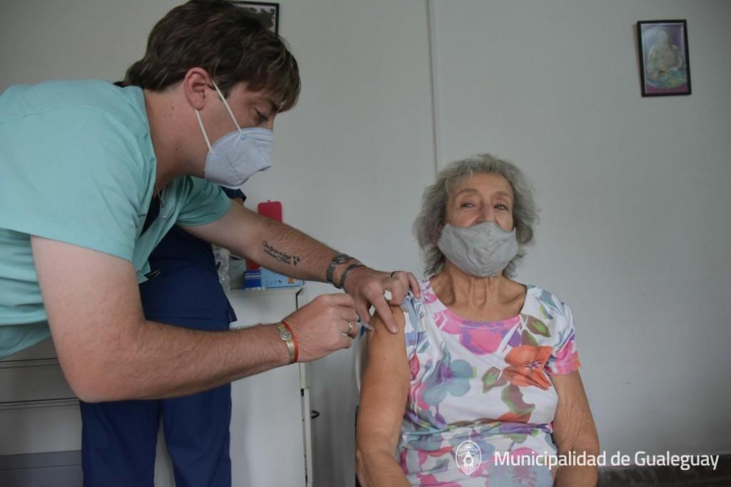 Comienzo de Vacunacion COVID Asistencia 8-3-21-10 (4)